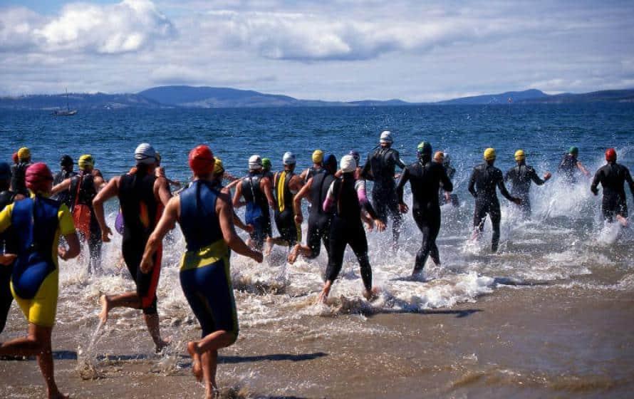 swimrun-Start ins Wasser