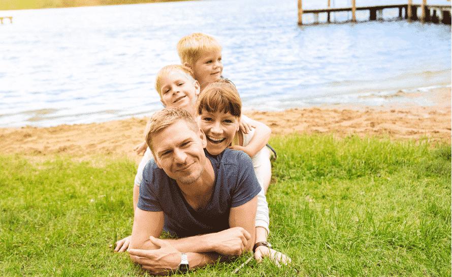 Familie am Badestrand